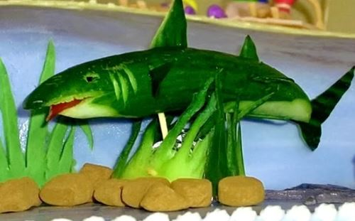 осенние поделки из овощей акула из огурца
