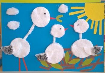 птицы в гнезде из ватных дисков