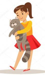 Девочка держит котенка