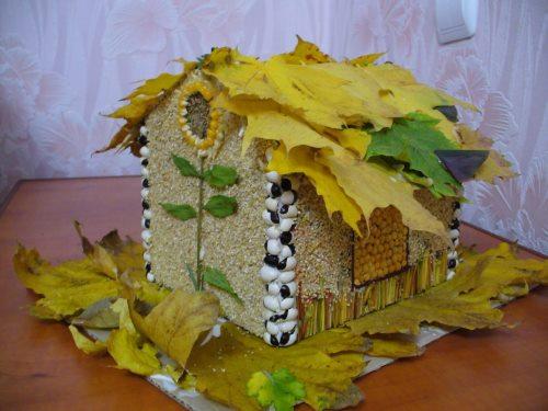 Поделки из листьев домик