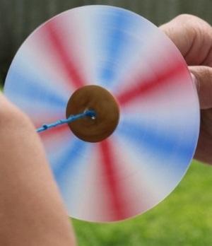 игрушка-вертушка из дисков