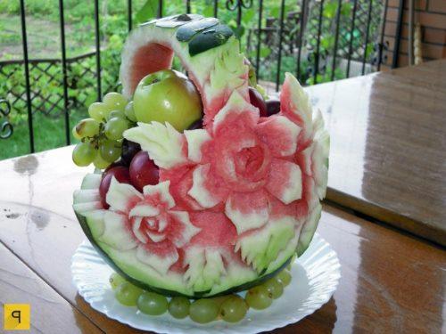 Корзина с фруктами из арбуза