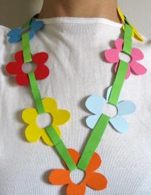 бусы из бумажных цветов