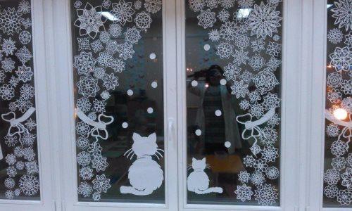 шторы из снежинок и коты