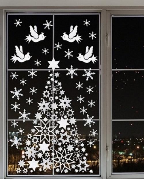 поделка елочка 2020 из снежинок на окне