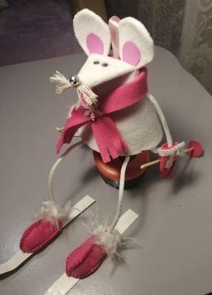 новогодний конкурс поделка крыса - мышь белая на лыжах
