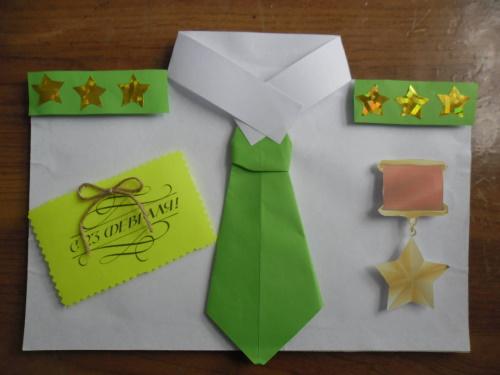 Рубашка из бумаги с галстуком